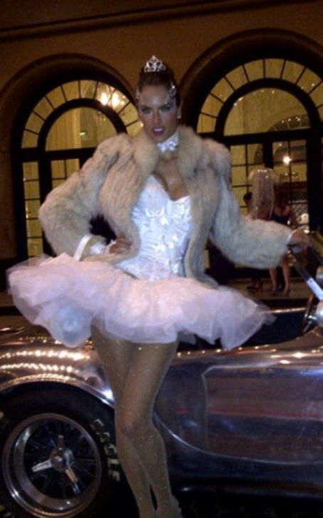 Alessandra Ambrosio Prettying Up The Roosevelt Hotel Halloween Party