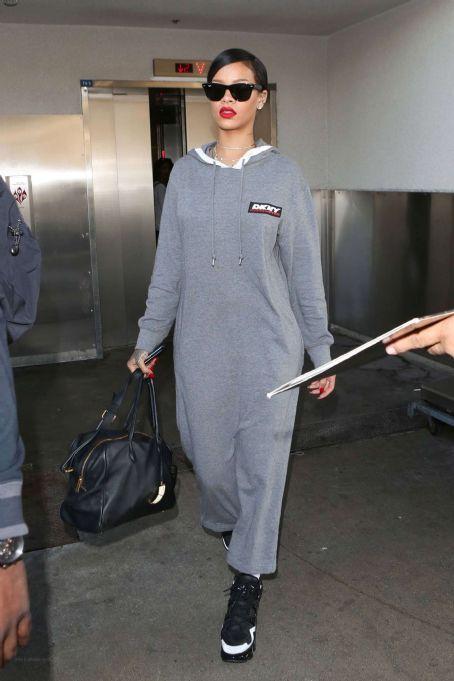 Rihanna At Lax Airport In Los Angeles