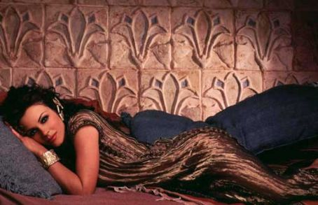 Samson and Delilah - Elizabeth Hurley as Delilah in Samson & Delilah (1996)