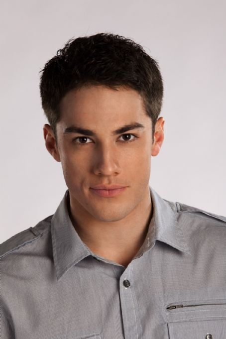 Michael Trevino  As Tyler Lockwood In The Vampire Diaries Second Season (2010)