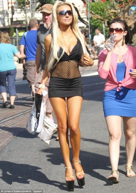Courtney Stodden Not leaving much to the imagination!  displays her curves in mesh mini dress as she shops with her mother  Read more: http://www.dailymail.co.uk/tvshowbiz/article-2142387/Courtney-Stodden-displays-curves-mesh-mini-dress-shops-mother.html#i
