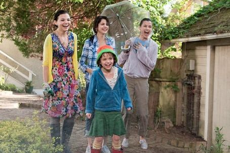 Joey King Ramona Quimby (, foreground), her Aunt Bea (Ginnifer Goodwin), older sister Beezus (Selena Gomez) and mom Dorothy (Bridget Moynahan) enjoy some backyard waterworks. Photo credit: Alan Markfield