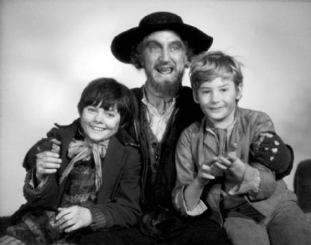 Ron Moody OLIVER 1968 FILM CAST MEMBERS, RON MOODY, MARK LESTER, JACK WILDE,