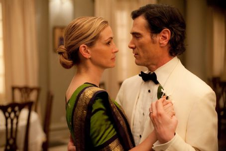 Julia Roberts as 'Elizabeth Gilbert' and Billy Crudup as 'Stephen' in Columbia Pictures' EAT, PRAY, LOVE.  Photo By: Francois Duhamel