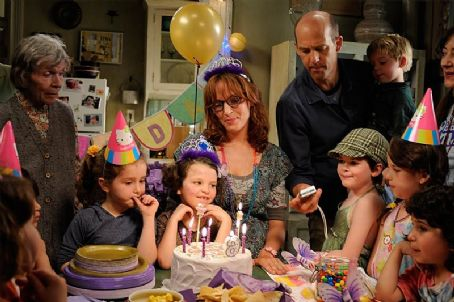Anthony Edwards Uma Thurman (center) and  (right) celebrates their daughters birthday in Motherhood.