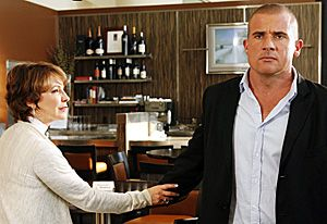 Kathleen Quinlan  and Dominic Purcell in PRISON BREAK