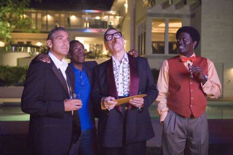 "Elliott Gould (L-r) GEORGE CLOONEY as Danny Ocean, DON CHEADLE as Basher Tarr, ELLIOTT GOULD as Reuben Tishkoff and BERNIE MAC as Frank Catton in Warner Bros. Pictures' and Village Roadshow Pictures' ""Ocean's Thirteen,"" distributed by Warn"