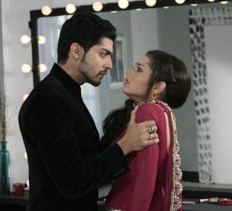 Drashti Dhami Gurmeet Chaudhary and  as Maan and Geet in TV show Geet Hui Sabse Parai