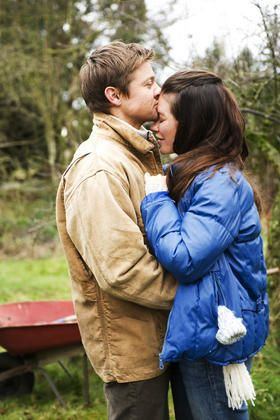 Jeremy Renner and Evangeline Lilly - Evangeline Lilly and Jeremy Renner in The Hurt Locker (2008)