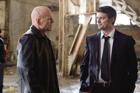 Karl Urban - (L to R) BRUCE WILLIS and KARL URBAN star in RED. Photo: Frank Masi. © 2010 Summit Entertainment, LLC. All right reserved.