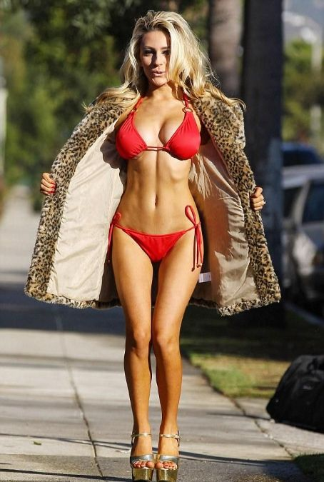 Courtney Stodden covers her up her legs... but forgets her top as she goes for a walk in her bra