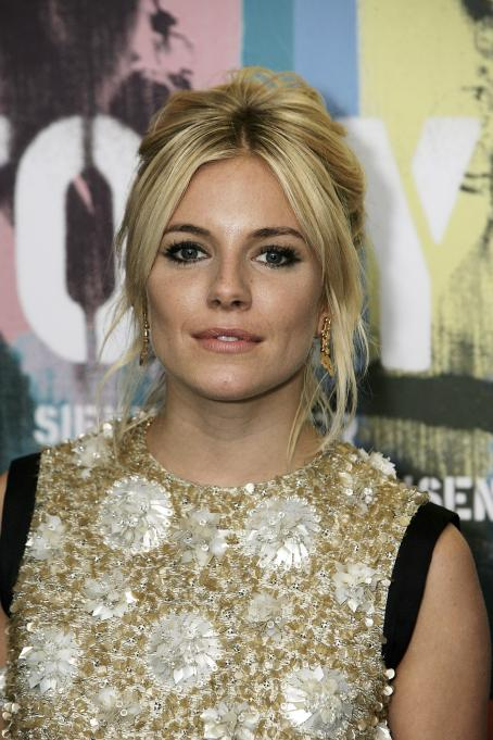 Sienna Miller - 'Factory Girl' London Premiere