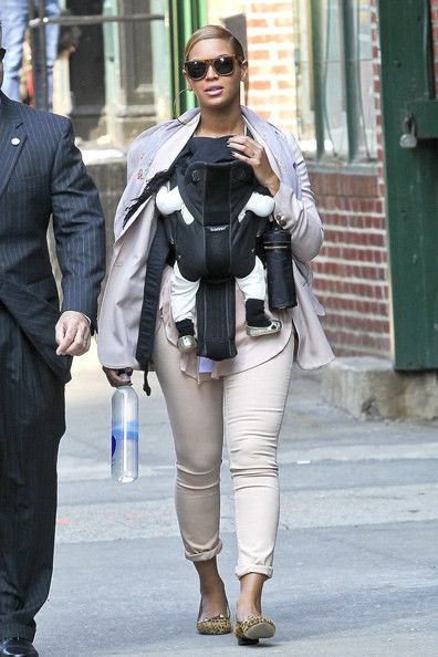 Beyoncé Knowles - Beyonce Knowles and daughter Blue Ivy Carter are spotted out and about together in New York City