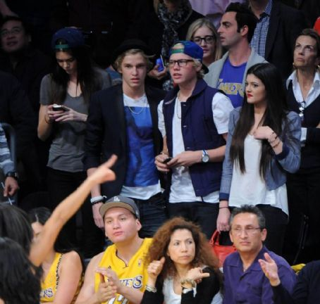 Kylie Jenner and Cody Simpson - Cody Simpson and Kylie Jenner Lakers Game Date Night with Kendall Jenner and Jake Thrupp