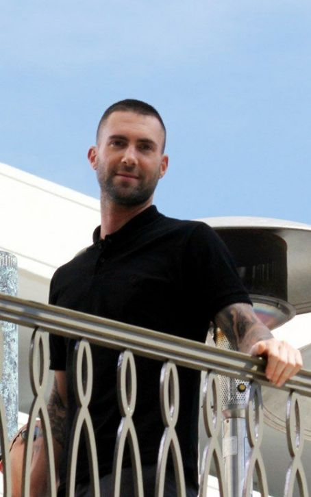 "Adam Levine - Maroon 5 Debuts New Song ""Payphone"": Watch Now!"