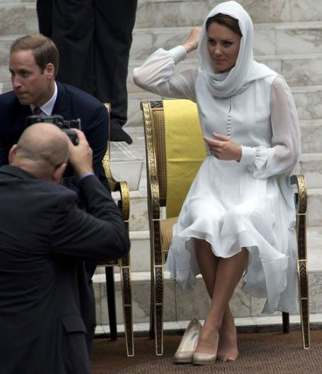 Prince William Windsor - Prince William and Kate Middleton at the KLCC Mosque in Kuala Lumpur (September 14) and at the Istana Negara the previous evening