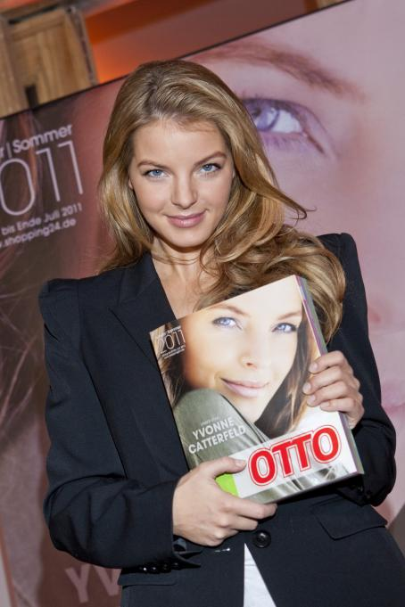 Yvonne Catterfeld - OTTO Photoshoot, 07.01.2011