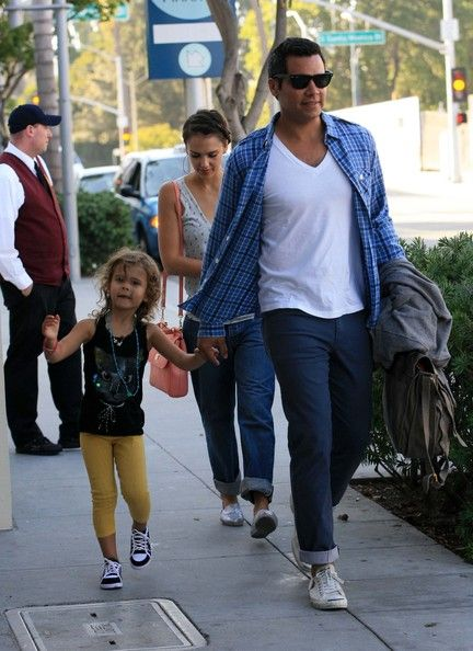 Jessica Alba: take a dinner in Beverly Hills