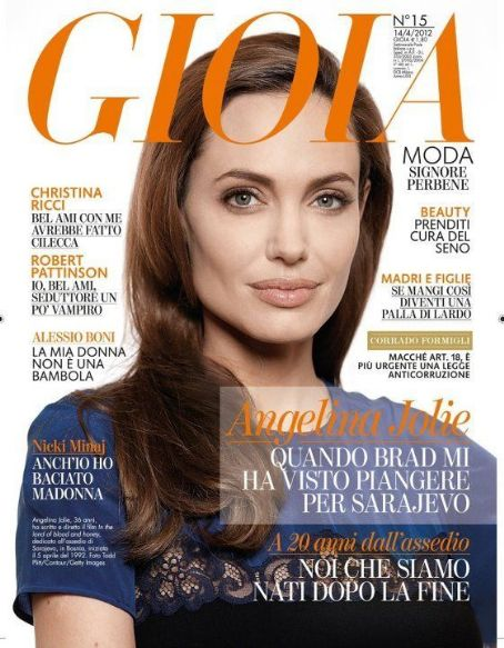 Angelina Jolie - Gioia Magazine Cover [Italy] (31 March 2012)