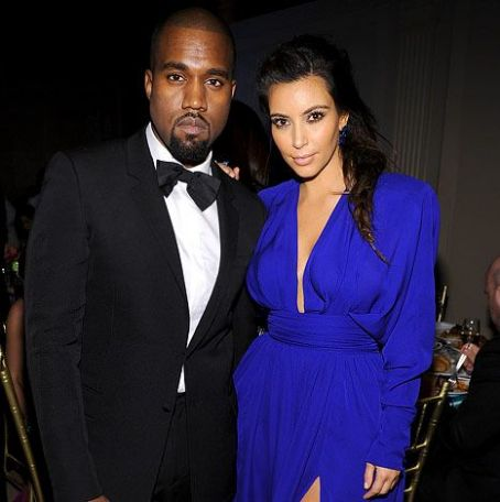Kim Kardashian Pregnant Reality Star & Kanye West Expecting First Child Together