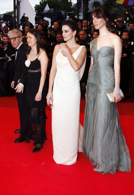 Soon-Yi Previn Penelope Cruz, Rebecca Hall, Woody Allen and Soon-Yi -