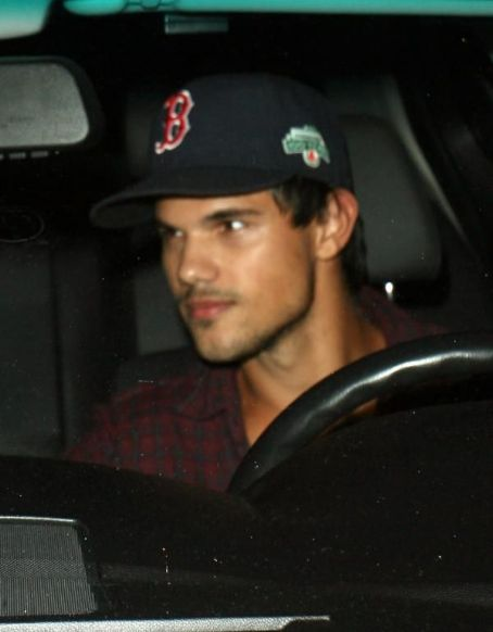 Taylor Lautner enjoys dinner at Craig's Restaurant on August 30, 2012 in West Hollywood, California