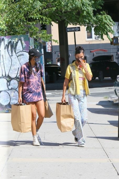 Bella Hadid – Shopping with a friend in Brooklyn