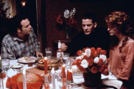 Julia Roberts, Campbell Scott and Vincent D´Onofrio in Dying Young (1991)