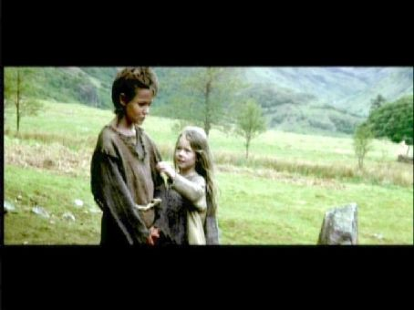 Braveheart James Robinson as young William Wallace and Mhairi Calvey as young Murron MacClannough in  (1995)