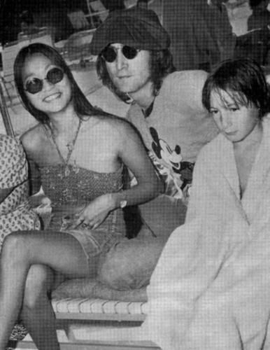 Julian Lennon - John Lennon and girlfriend May Pang with son Julian