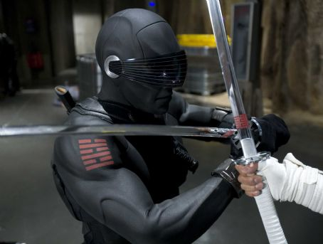 "Storm Shadow The G.I. JOE team's formidable ninja SNAKE EYES (Ray Park, left) engages in a martial arts battle with the COBRA's STORM SHADOW (Byung-hun Lee, right) in ""G.I. JOE: The Rise of Cobra."" Photo Credit: Frank Masi. ©2009 Paramount Pict"