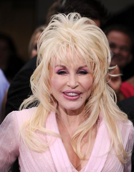 Dolly Parton - 2009 Tony Awards Held At Radio City Music Hall In Manhattan - June 7, 2009