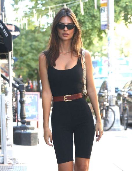 Emily Ratajkowski in Black Tights – Out in New York