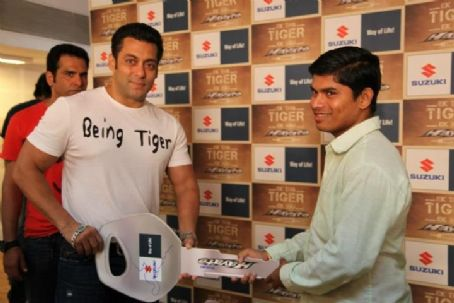 Salman Khan - Salman and Katrina for Ek Tha Tiger - Meet n Greet Fans