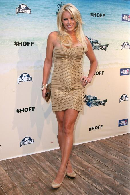 Gena Lee Nolin At The Comedy Central Roast Of David Hasselhoff 08-01-2010