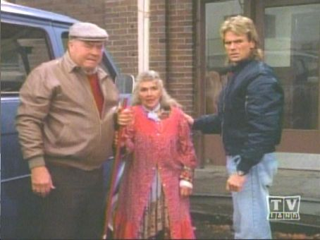 Dana Elcar Pete Thorton and MacGyver on season 5's episode