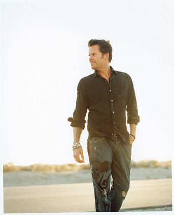 Gary Allan  looking Handsome