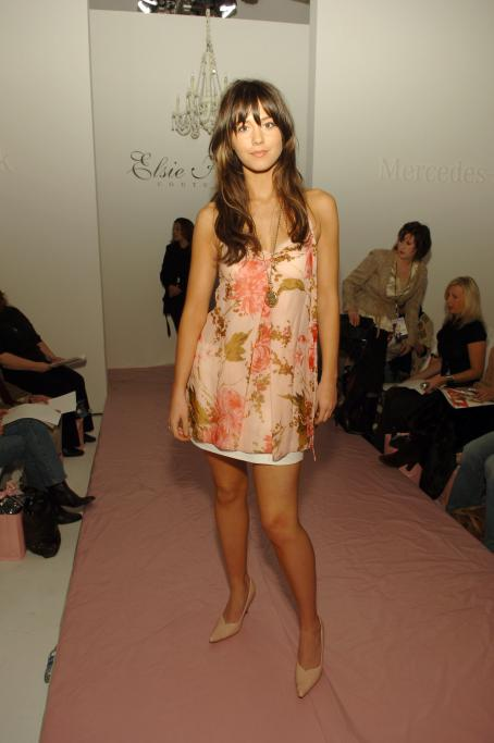 Mary Elizabeth Winstead - Mary Winstead - Mercedes-Benz Spring 2006 L.A. Fashion Week At Smashbox Studios - Elsie Katz, 17 Oct 2005
