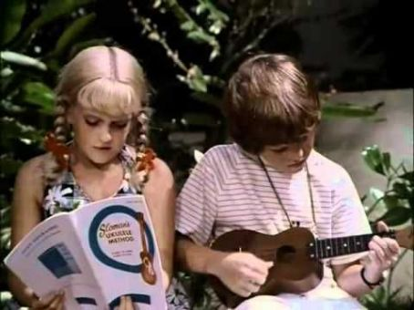 Susan Olsen - The Brady Bunch In Hawaii