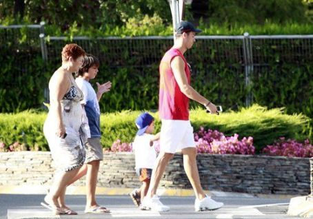 Cristiano Ronaldo out with family in Madrid (August 22)