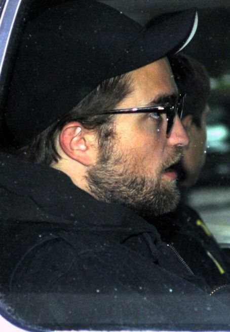 Robert Pattinson Arrives in Vancouver April 29, 2012
