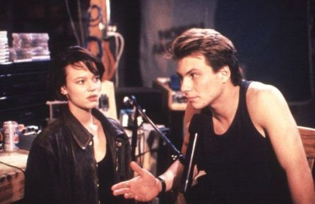 Christian Slater and Samantha Mathis in Pump Up The Volume (1990)