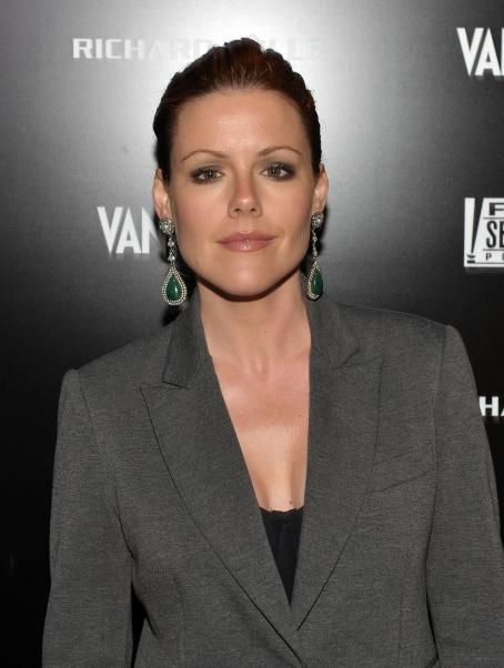 Kathleen Robertson - 'Vanity Fair Campaign' in Hollywood, 24.02.2011