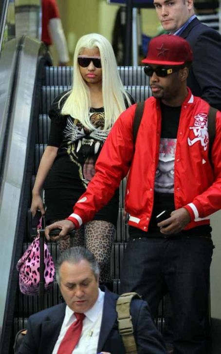 Catty Nicki Minaj's Easter Weekend LAX Landing