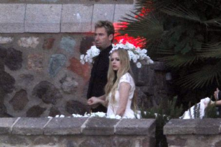 Avril Lavigne - Avril and Chad's wedding rehearsal dinner in France (June 29, 2013)