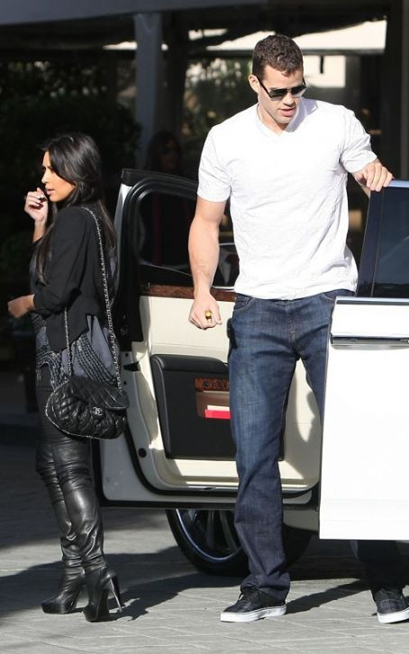 Kris Humphries Four Seasons Hotel in Beverly Hills yesterday (January 13).