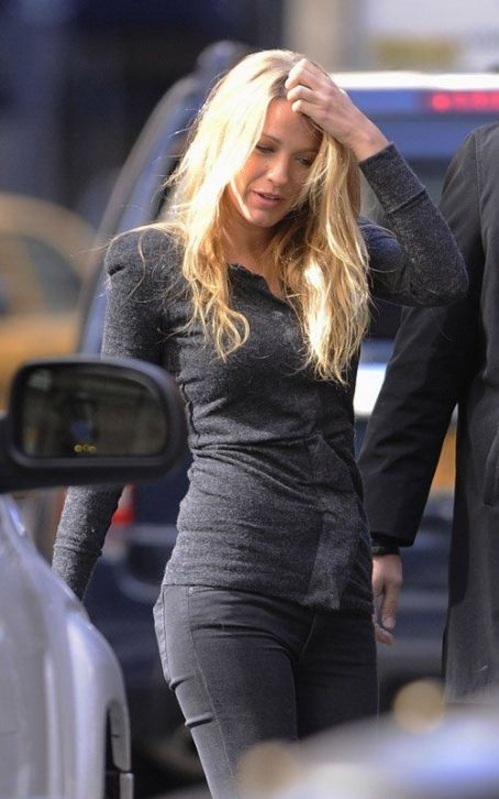 Blake Lively: Midtown Workday Woman