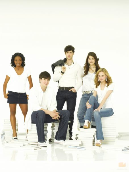 Lindsey Shaw and Ethan Peck Cast Of 10 Things I Hate About You