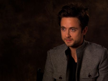 Justin Chatwin - Arrivals