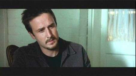 David Arquette as Chris in Ellory Elkayem's horror/suspense Eight Legged Freaks also starring Kari Wuhrer and Scarlett Johansson - 2002